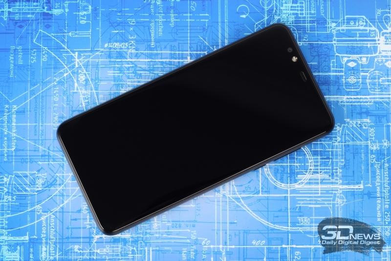 «Яндекс.Телефон», лицевая панель: над экраном – фронтальная камера, вспышка, разговорный динамик, индикатор состояния