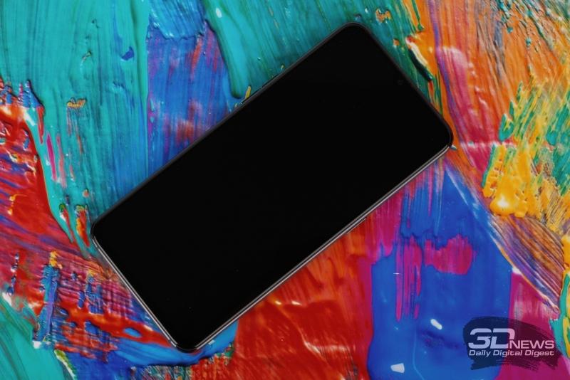 OPPO RX17 Pro, лицевая панель: в вырезе в верхней части экрана – фронтальная камера; над ней – разговорный динамик
