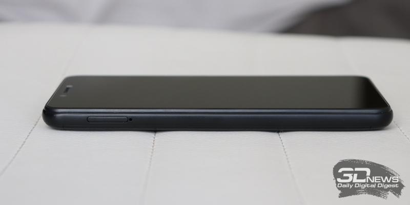 BQ Strike Power, левая грань: слот для карточек nano-SIM и microSD