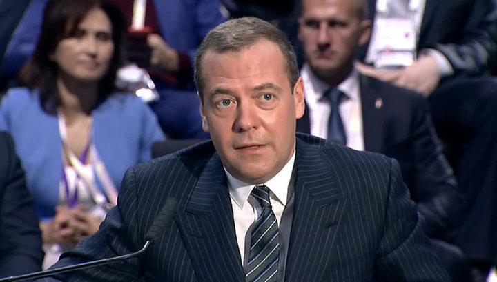 Греф и Медведев высказались о технологии блокчейн