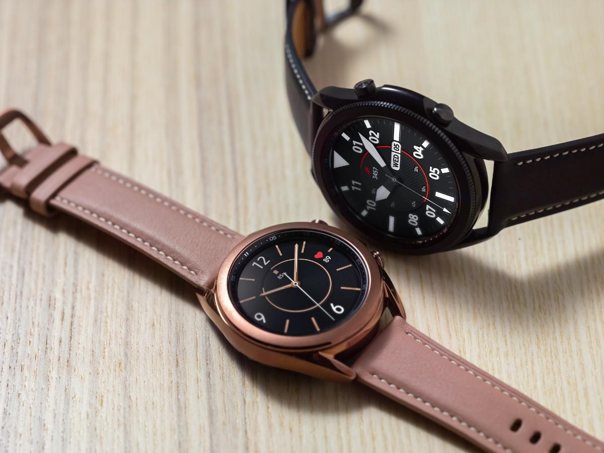 galaxy-watch3-mystic-bronze-and-black-close-up-lifestyle.jpg
