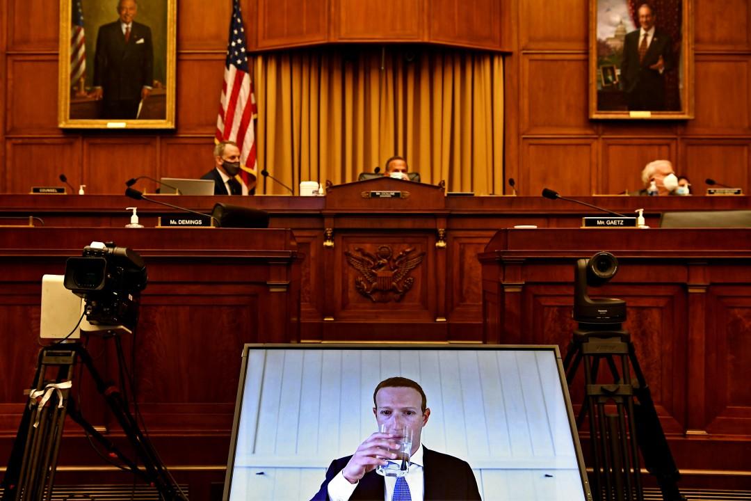 """Генеральный директор Facebook Марк Цукерберг показан на экране во время свидетельские показания законодателям Палаты представителей на Капитолийском холме. """"width ="""" 1080 """"height ="""" 720 """"/>   <div class="""
