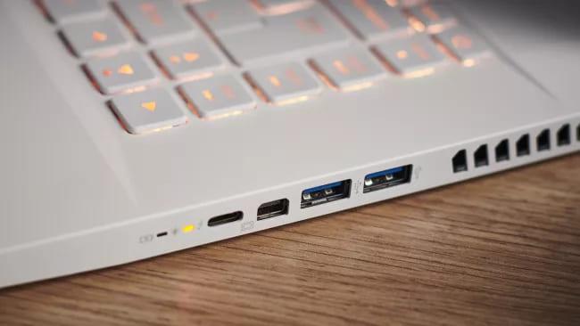 Порты ноутбука Acer ConceptD 7