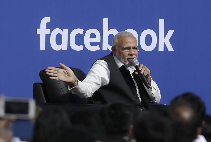 """Премьер-министр Индии Нарендра Моди выступает в штаб-квартире Facebook в Менло-Парке, Калифорния, в 2015 году. I """"width ="""" 840 """"height ="""" 566 """"/>   <div class="""