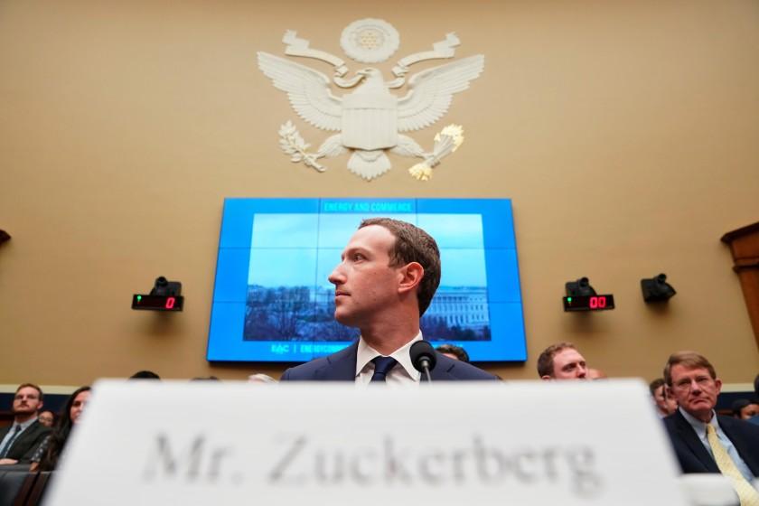 """Генеральный директор Facebook Марк Цукерберг дает показания перед комитетом Палаты представителей в 2018 году. """"Width = """"840"""" height = """"560"""" />   <div class="""