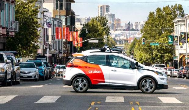 Круизный беспилотный испытательный автомобиль на улицах Сан-Франциско