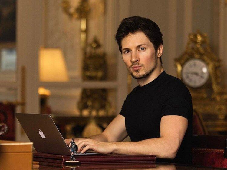 Павел Дуров и макбук