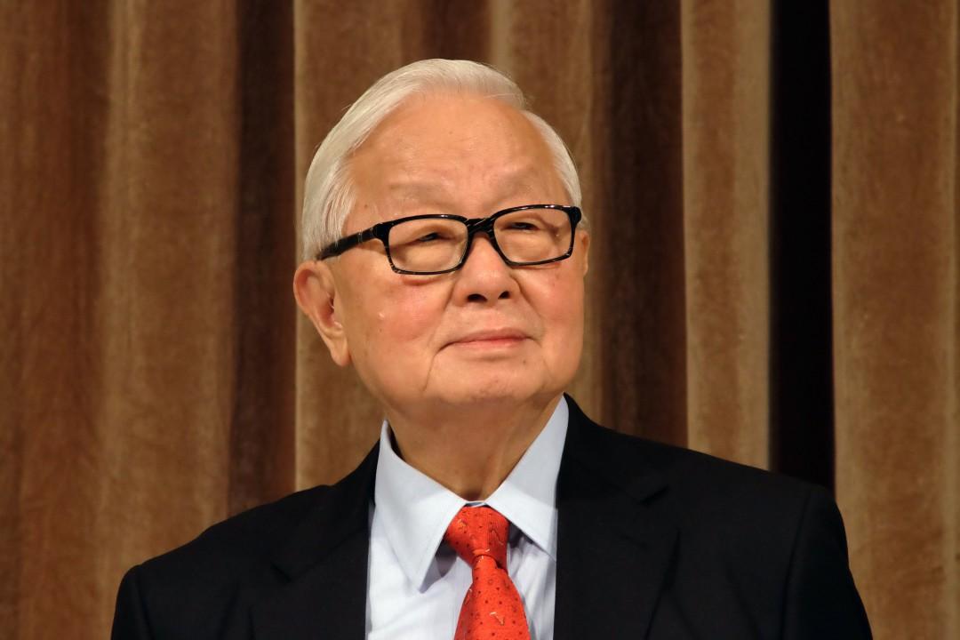 "Моррис Чанг, председатель компании Taiwan Semiconductor Manufacturing Co., слушает во время конференции акционеров 2014 года в Тайбэй. ""Width ="" 1080 ""height ="" 720 ""/>   <div class="