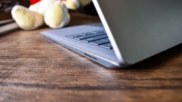 Угол Surface Laptop 4