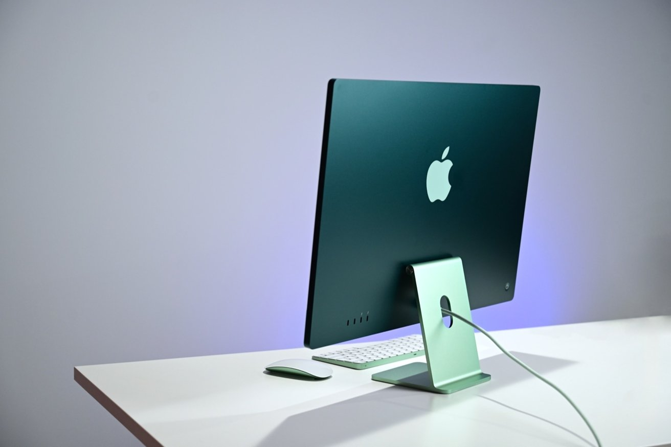 """В трех словах 24-дюймовый iMac можно охарактеризовать как тонкий, красочный и мощный. """"loading ="""" lazy """"class ="""" img-responsive article-image """"/> </div> <p> <span class="""